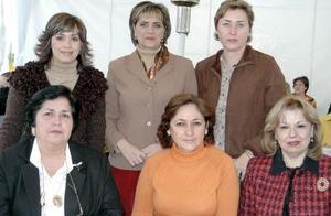 Elena de  la  Mora junto a sus  compañeras de trabajo Alicia, Cuca, Yolanda Marilú y Vero.