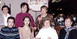 Margarita de Díaz, Martha de Sada, Raquel de Acevedo, María Guadalupe de Martínez, Rocío Sosa, Dolores Díaz y Hortencia de Lara, en un agradable festejo.