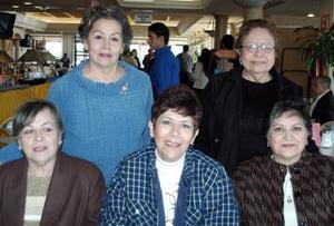 Margarita Tapia de la O, Ofelia Tapia, Ana Avelina de Anaya, María Luisa Tapia Alba y Amparo Cárdenas de Sosa, en ameno acontecimiento social.