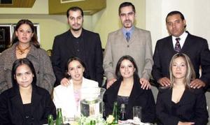 Mayra Carranza, Brenda ramos, Fernando Saucedo, Valeria Ayala,  Érick Hatche, Hugo Moreno y Karla Amaro.