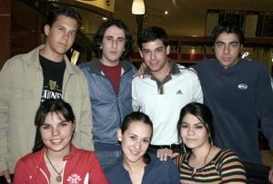 Mayte, Liliana, Adriana, Santiago, Emilio, César y Jorge.