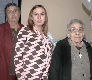 Albertina Rodríguez de Fraire y Albertina Alcántar le organizaron una fiesta de  canastilla a Bettina Fraire de Chapoy, en  honor del bebé que  espera.