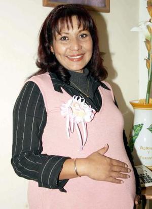 <b> 23 de enero de 2005</b> <p> Con motivo del  próximo nacimiento de su bebé, Fany Patricia Samaniego de Avelar recibió una fiesta de canastilla que le prepararon sus familiares.