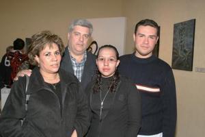 Socorro Máynez de Canive, Fernando Canive Cruz y Fernando y María  Canive Máynez.