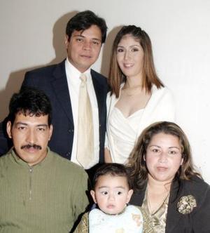 Félix González, Alberto González,  Norma de González, José luis Lee  y Dora Angelica González.