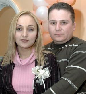<b>24 de enero de 2005</b> <p> Luis Enrique Parra Caballero y Juana  María  Tijerina Maldonado disfrutaron de una despedida de solteros, que le organizaron sus familiares y amigos por su próxima boda