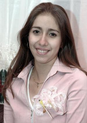 <b>24 de enero de 2005</b> <p> Karla  Ávalos López,  captada en el festejo pre nupcial que le organizaron su mamá y su abuelita.