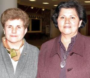 Asunción  Belausteguigoitia y Cecilia Ávila.