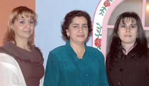 <b> 24 de enero de 2005</b> <p> Patricia Seceñas, Ernestina Castellanos y Mónica Samaniego.