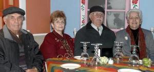 Luis Seceñas Ramírez,  María Elena de Alvaréz, Salvador Álvarez y Mónica de  de Seceñas.