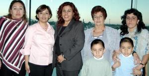 María de Lourdes Orozco Moreno en companía de Gabriela Ibarra Cortez, Sonia Elizabeth Ruvalcaba de Gallegos, Griselda de Navarro y Ana María Vda. de González, en pasado festejo social.