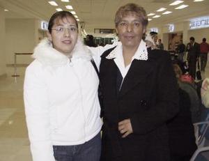 <b>26 de enero de 2005</b> <p> Rubí Morales y Sonia Galván viajaron a California.