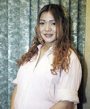 Con motivo de la próxima llegada de su bebé, Carla Ochoa recibió sinceras felicitaciones.