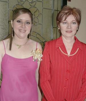 Eréndira Silveyra Román disfrutó de una despedida de soltera  que le ofreció su mamá, Norma Román de Silveyra.