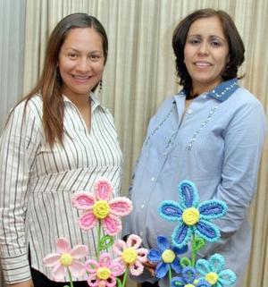 <b> 27 de enero de 2005</b> <p> Luly  Robles de Mercado y Melba López de Rivas disfrutaron de una fiesta de canastilla, que  le ofrecieron sus familliares  por el cercano nacimiento de sus respectivos bebés.