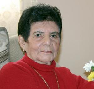 Sra. María Colunga Vda. de González cumplió 80 años de vida recientemente, y fue festejada por sus familiares con un agradable convivio.