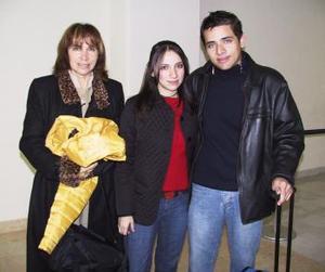 <b>28 de enero de 2005</b> <p> Victoria y Elmer Nevárez  viajaron al DF y fueron despedidos por su mamá