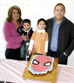 Fernando Luján pedroza celebró  su cuarto cumpleaños, con un  convivio infantil