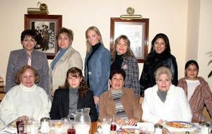 Alicia Yassín, Miriam Naveja, Licha  Espinoza, Elena Barocio, Melissa Cantú, Gaby de Ramírez, Gaby  Cabrera y Malena de Barrera, en reciente convivio.