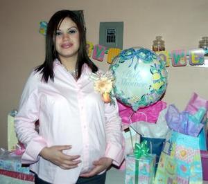 Claudia Rodríguez de Reyes, captada en la fiesta de canastilla que le organizaron por  el próximo nacimiento de su  primer bebé.