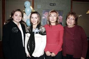 <b> 28 de enero de 2005</b> <p>  Marisol Jiménez de Padilla  junto a Reyna  R. de Jiménez, Mariana J. de Martínez y  Claudia S. de Medrano, organizadoras de la fiesta de regalos que le ofrecieron por el próximo nacimiento de su bebé