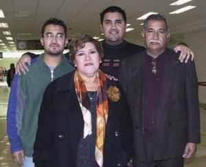 Javier Mena y Maricruz Venegas viajaron a Tijuana y fueron despedidos por Francisco Mena y Omar R.
