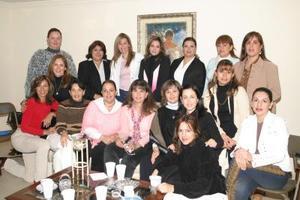 María del Pilar Abusaid de Cobos recibió sinceras felicitaciones en la fiesta que le preapararon con motivo de su cumpleaños.