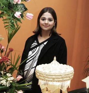 <b> 29 de enero de 2005</b> <p> Gabriela Guajardo de Segura recibió múltiples felicitaciones por el próximo nacimiento de su bebé.
