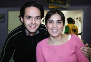 Manolo Jaídar y Lorena González..