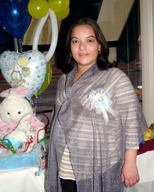 <b> 30 de enero de 2005</b> <p> Marcela Medina García, captada en la fiesta de canastilla que le ofreció Lilia García, en honor al bebé que espera.