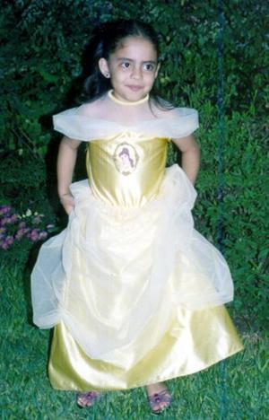 Ana Cristina Escalera capatda en reciente  convivio infantil.