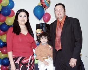 <b>30 de enero de 2005</b> <p> Gonzalo Ávila Medina disfrutó de   un convivio que le ofrecieron sus papás, Hugo Ávila y Soledad Medina.