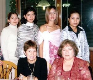 Claudia Viridiana escobedo Chávez estuvo acompañada de sus amistades y familiares