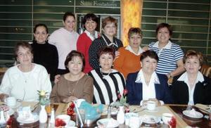 Grupo de amigas captadas en pasado convivio