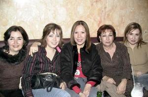 Laura Aguilera, Gaby Bustamantes, Adriana González, Natalia Gutiérrez y Mónica Campillo.
