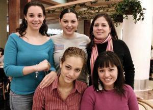 Marichelo  Niño de Rivera, Katy Carmona, Alicia Herrera, Tony  Russek y Bonny Padilla
