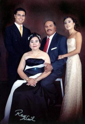 Profr. Victor Manuel Mirón Gómez y Sra Alma  Silvestre Orozco de Mirón delebraron sus Bodas de Plata el 24 de diciembre del 2004