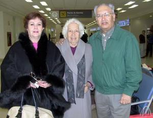 Rosa Ma. de Sánchez y Luz López viajaron al Bajío  y fueron despedidos por Armando Sánchez