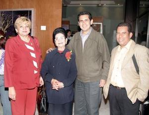 Dora Luz González, Rosina Guerrero  de Alvadrado, Carlos Sánchez y Ricardo Larrea.