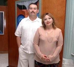 René Hernández y Lorena Patricia de Flores