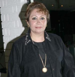 Con motivo de su cumpleaños Irma Garzade Díaz recibió múltiples felicitaciones en la fiesta que le ofrecieron sus familiares y amigos en conocido club de Gómez