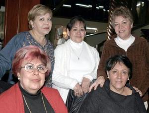 Deli Hernández, Dora Gómez, Estela Carreón, Yolanda Medrano y Santa Flores