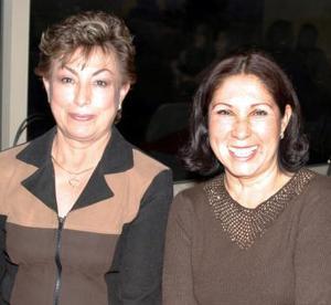 Soco López y Martha de González