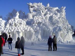 El festival de hielo más célebre, según los entendidos, es el de la ciudad japonesa de Sapporo, y otros similares se celebran en países como Italia o Noruega, a los que la ciudad de Harbin decidió imitar.