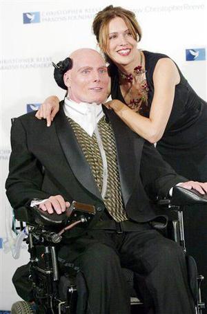 <b>10 de octubre 2004</b> <p> El actor Christopher Reeve, célebre por interpretar a 'Superman' en varias películas y quien sufrió un accidente que lo dejó paralítico hace nueve años, falleció dejando un gran vacío en el cine .