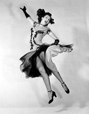 <b>20 de enero de 2004</b> <p> Ann Miller, una actriz y bailarina estadounidense que fue figura de las películas musicales de Hollywood en la primera mitad del siglo pasado, murió  a los 81 años.