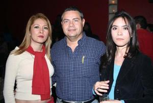 Karina Palacios, Horacio Romero y Brenda Palacios.