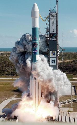 El lanzamiento tuvo lugar sin problemas y el cohete Delta II que lleva a bordo la nave nodriza -que a su vez alberga un vehículo-proyectil- salió de la atmósfera terrestre en pocos minutos.