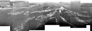 Según los científicos, era evidente que la sonda Huygens había llegado intacta a la superficie de Titán, debido a que había pasado ya el tiempo necesario para su descenso y la navecilla continuaba transmitiendo datos desde el satélite saturnino, dijo David Southwood, director científico de la Agencia Espacial Europea (AEE).
