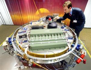 """""""Pienso que todos nosotros contemplamos maravillados cómo nuestro sistema solar se va develando ante nuestros ojos"""", dijo Alphonso Díaz, administrador científico de la NASA, acerca de las fotos mostradas en las pantallas del control de la misión en Darmstadt, Alemania."""